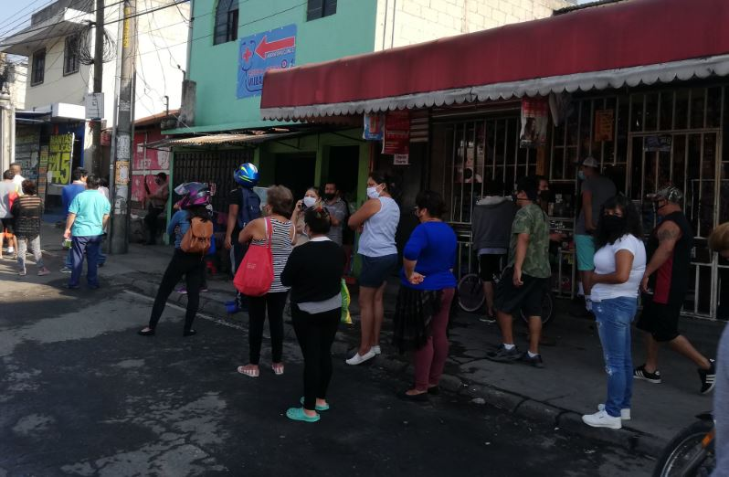 ¿Cuánto compran los guatemaltecos a abarroterías y tiendas de barrio en alimentos?