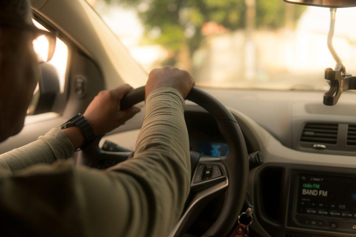 6 consejos importantes que debe saber antes de usar vehículos compartidos, alquilados, taxis u otros servicios de transporte durante la pandemia del coronavirus
