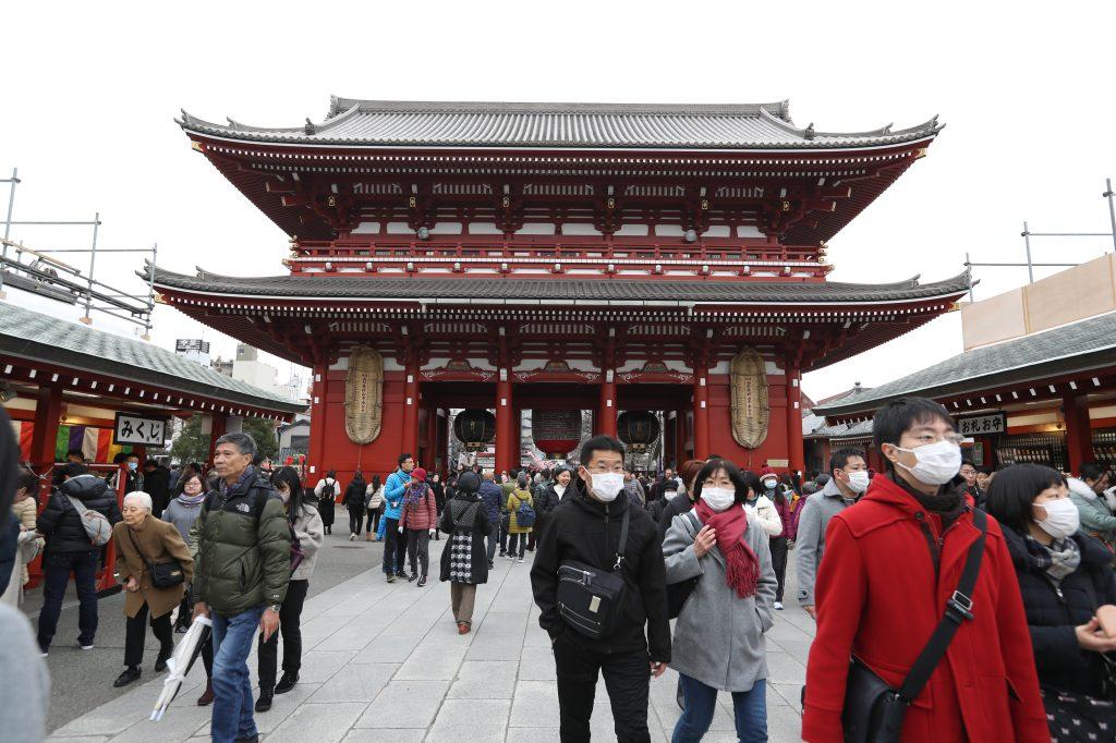 Entrada del templo budista Sensoji, el recinto más antiguo de Tokyo. (Foto Prensa Libre: Daniel Guillén Flores)