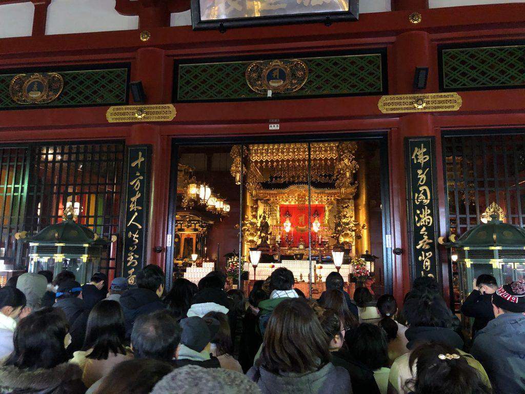 Interior del templo budista Sensoji en Tokyo. (Foto Prensa Libre: Daniel Guillén Flores)