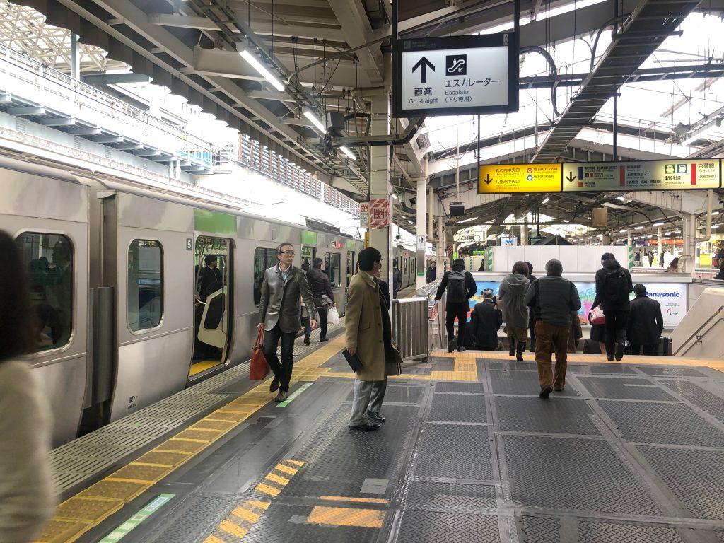 Áreas de abordaje en la estación del tren de Tokyo. (Foto Prensa Libre: Daniel Guillén Flores)