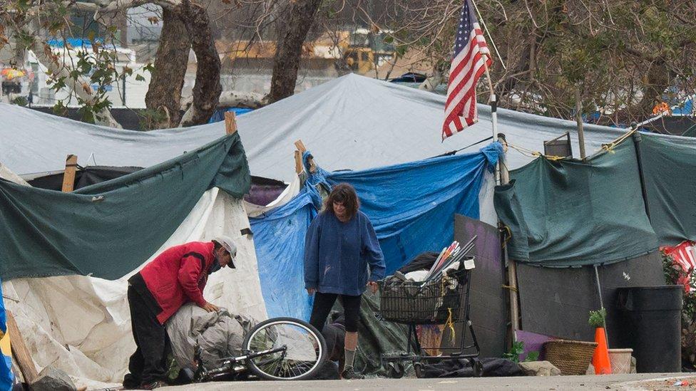 Por qué Estados Unidos tiene niveles de pobreza altos pese a los miles de millones que invierte en combatirla