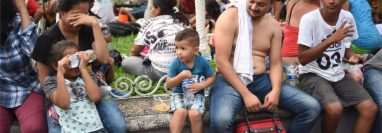 Familias migrantes podrían ser separadas en EE. UU. luego de una resolución judicial para prevenir contagios de coronavirus. (Foto Prensa Libre: AFP)