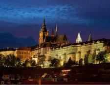 El Castillo de Praga fue fundado en el siglo IX y ocupa un área de 70 mil m². Ha sido la residencia de los reyes de Bohemia, emperadores del Sacro Imperio Romano Germánico, presidentes de Checoslovaquia, de Reinhard Heydrich durante su cargo de protector del Protectorado de Bohemia y Moravia en la Segunda Guerra Mundial y presidentes de la República Checa.
