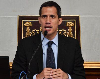 """""""El gobierno de Su Majestad reconoce a Guaidó en calidad de presidente constitucional interino de Venezuela y, en consecuencia, no reconoce a Maduro"""", dijo el juez Nigel Teare."""