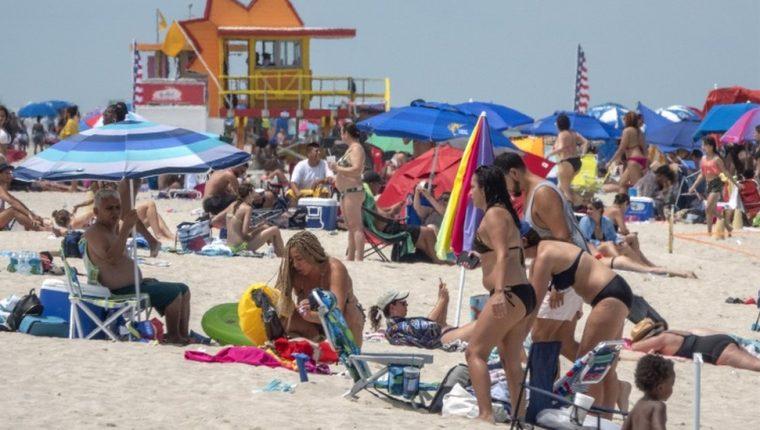 Las playas de Miami se han llenado en medio de la pandemia. (Foto Prensa Libre: BBC News Mundo)