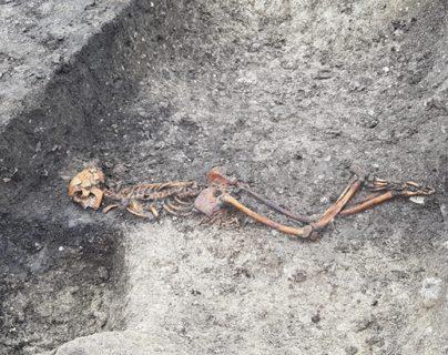 El esqueleto pertenece a un hombre que pudo haber vivido hace dos mil 500 años.