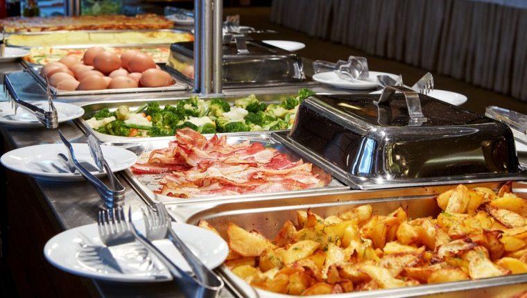Los hoteles, casinos y restaurantes han cerrado sus áreas de bufé por la pandemia de covid-19.