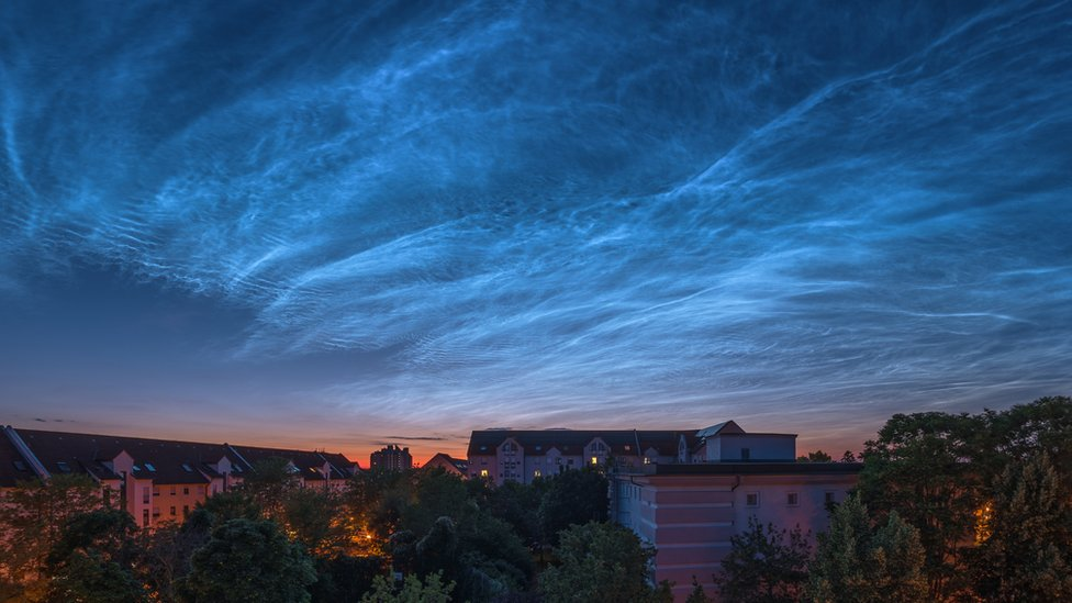 Qué son las extrañas nubes noctilucentes y por qué podremos verlas más a menudo