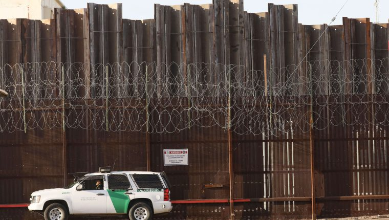 A pesar de que hay un descenso en la detención de migrantes en la frontera sur de Estados Unidos, septiembre último fue el mes con más arrestos desde 2012. (Foto Prensa Libre: Hemeroteca PL)