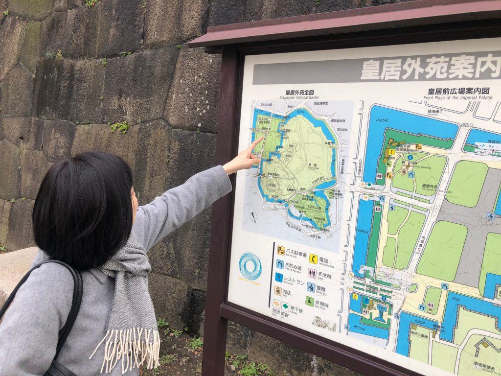 Mapa de referencia en exteriores del Palacio Imperial de Tokyo. (Foto Prensa Libre: Daniel Guillén Flores)