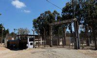 GU3002. FRAIJANES (GUATEMALA), 23/01/2019.-Vista general de la Granja Penal de Pavón, una de las cárceles de Guatemala en las que este miércoles apareció muerto el líder de una banda criminal que cumplía una condena de 50 años de cárcel por secuestro, Jorge Mario Moreira Reyes, en Fraijanes (Guatemala). Según las primeras investigaciones de la Policía Nacional Civil (PNC), el reo fue asesinado a tiros por otro preso, que resultó herido. EFE/Noé Pérez