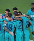 Los jugadores del FC Barcelona celebran el tercer gol del equipo. (Foto Prensa Libre: EFE)
