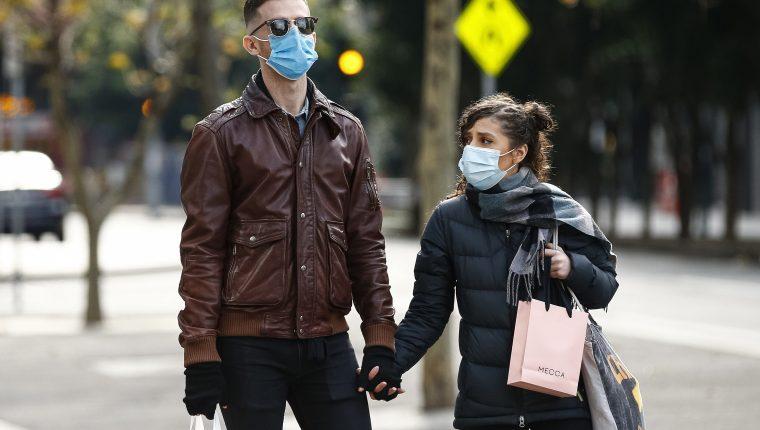 Científicos de cinco países conforman una base de datos con miles de toses de habitantes de todas las edades, que estén sanos y que son portadores de coronavirus. (Foto Prensa Libre: EFE)