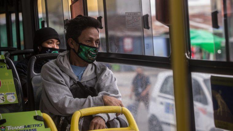 El transporte público debe reanudarse a la par de otras alternativas de movilización, opina el experto Alberto Marín. (Foto Prensa Libre: Hemeroteca pL)