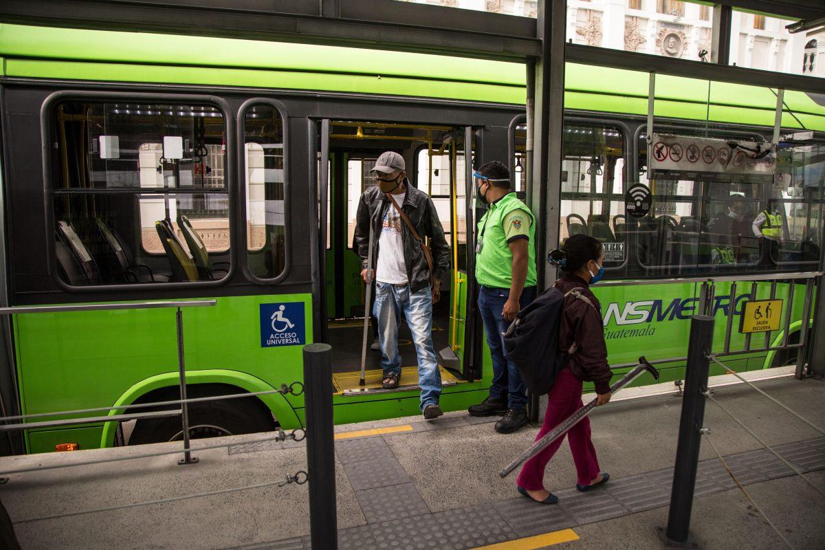 Municipalidad de Guatemala empezará a implementar este año el sistema prepago en el Transmetro