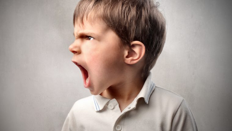 Los niños con Síndrome del Emperador suelen recurrir a los gritos, berrinches y agresión física para llamar la atención y tener lo que desean. (Foto Prensa Libre: shutterstock).