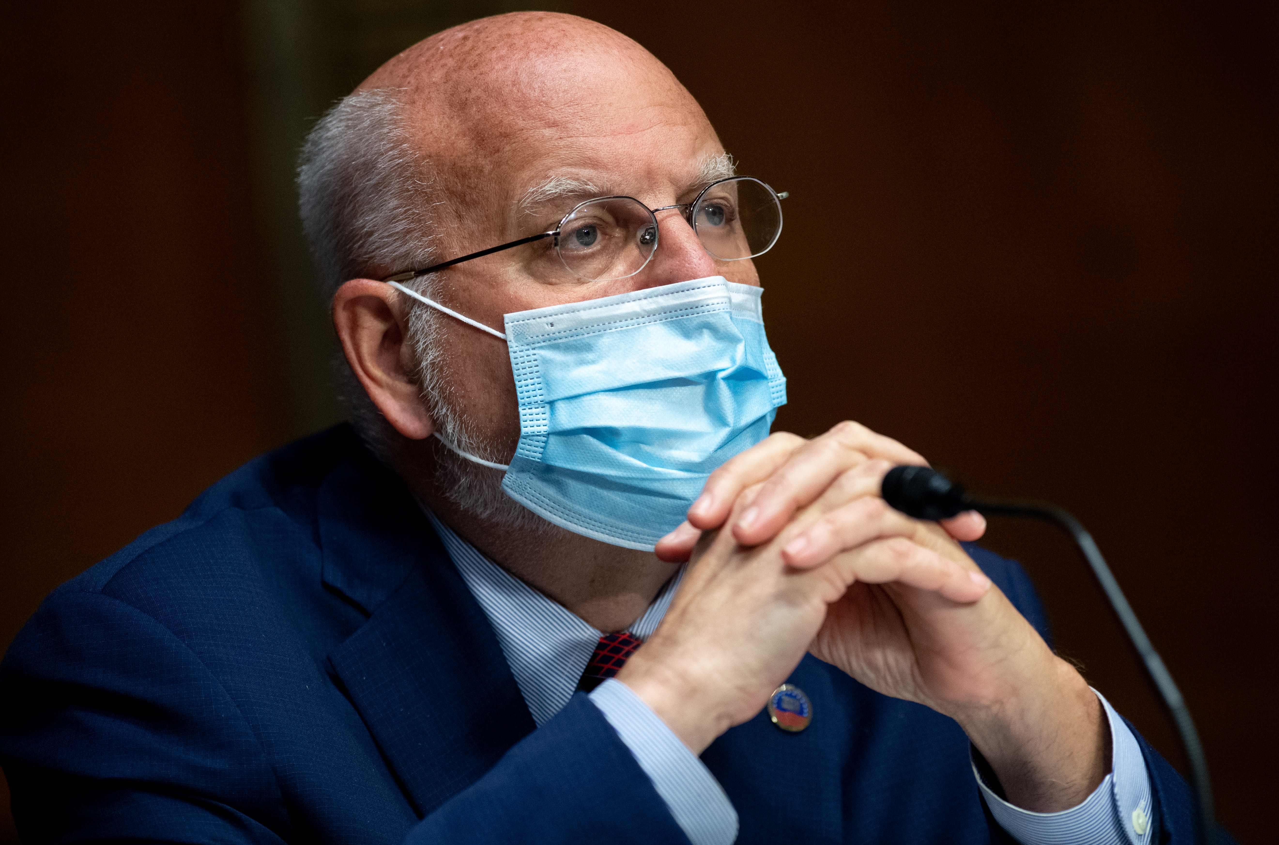 """Robert Redfield considera que Estados Unidos podría """"cerrar la transmisión"""" y tener el coronavirus bajo control en cuestión de unos meses si cada ciudadano adopta el uso de mascarillas. (Foto Prensa Libre: Agence France-Presse)"""