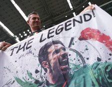 Buffon se ha convertido una leyenda no solo de Italia, sino del futbol Mundial. (Foto Prensa Libre: AFP).