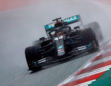 Lewis Hamilton, de Mercedes, durante la carrera de calificación de este sábado. (Foto Prensa Libre: EFE).