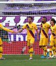 Los jugadores del Barcelona festejan el único gol contra Valladolid conseguido por Arturo Vidal. (Foto Prensa Libre: AFP).