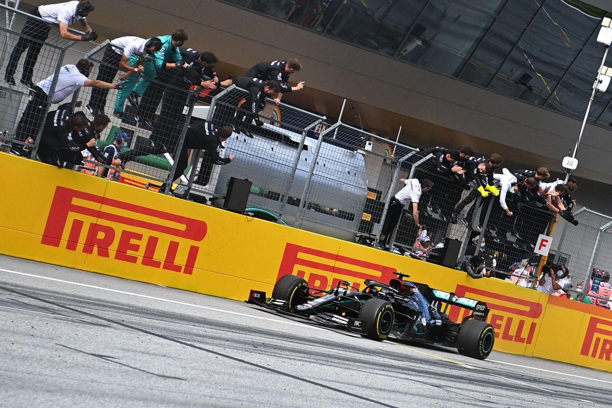 Hamilton domina en Gran  Premio de Estiria, los Ferrari se accidentan