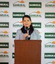 Olga Alvarado de González, gerente de mercadeo, presentó el nuevo servicio de Banrural. Foto Prensa Libre: Cortesía