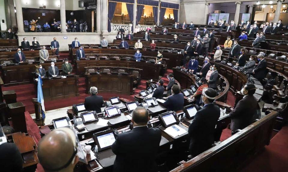 Congreso reanuda sesiones con una débil alianza oficial