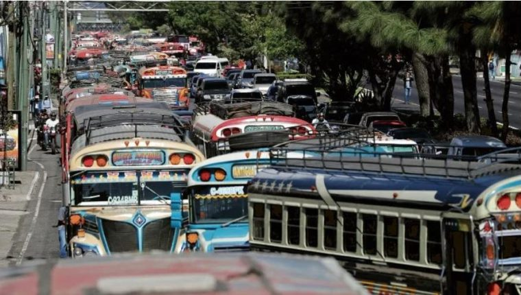 Las operaciones de buses de transporte extraurbano y de turismo serán establecidas por un protocolo de la DGT. (Foto: Hemeroteca PL)