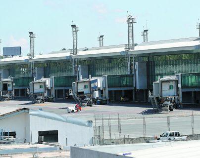 La suspensión de vuelos en los países del Istmo afectó a miles de personas que no pudieron regresar a sus países. (Foto Prensa Libre: HemerotecaPL)