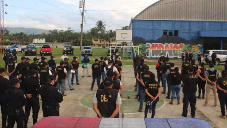 Autoridades se preparan para dar cumplimiento al estado de Sitio en tres municipios de Izabal y dos de Alta Verapaz. (Foto Prensa Libre: Mingob)