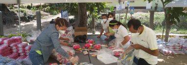 Por medio de la entrega de víveres esta empresa guatemalteca apoya a la población. Foto Prensa Libre: Cortesía.