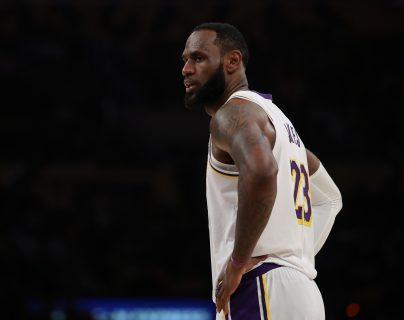 La estrella de los Lakers piensa que un mensaje de justicia social no suena con su misión. Foto Prensa Libre: AFP