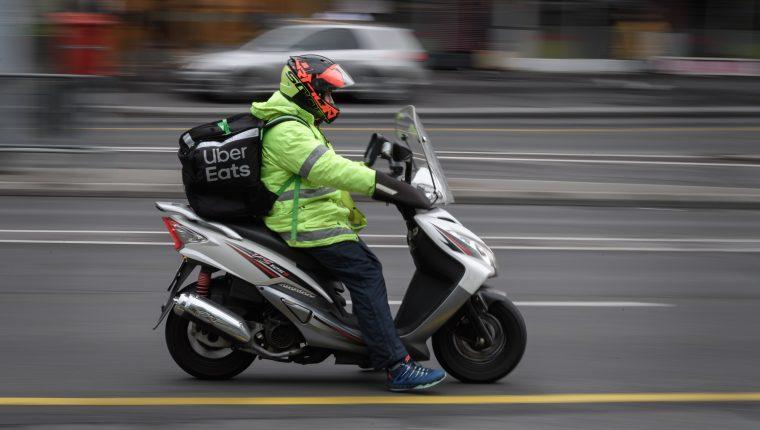 Como los pequeños negocios dependen mucho en su primeros años de la facturación, el delivery puede ser la respuesta. (Foto Prensa Libre: AFP)