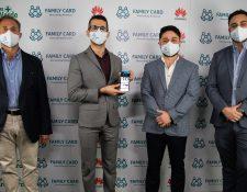 Ejecutivos de las empresas asociadas presentaron el programa Family Card Health. Foto Prensa Libre: Cortesía.