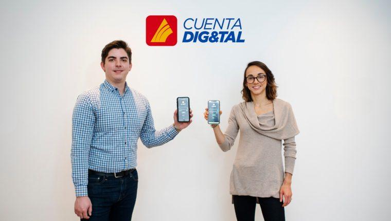 Eduardo Cordón, director de soluciones digitales, y Paola Rossi, gerente de transformación digital, de Banco G&T Continental presentaron la nueva cuenta. Foto Prensa Libre: Cortesía