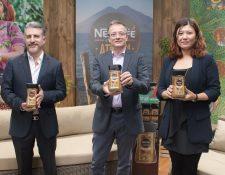 Nestlé le rinde un homenaje a la producción de café del país, al lanzar la edición limitada Nescafé Reserva Atitlán. Foto Prensa Libre: Cortesía