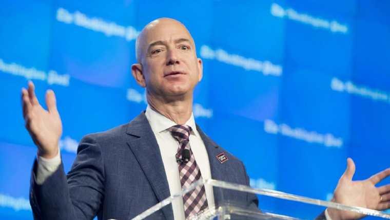 Jeff Bezos continúa siendo la persona más rica del mundo. (Foto Prensa Libre: Forbes)