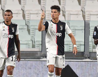 Cristiano Ronaldo con dos anotaciones de penalti evitó la derrota de local frente al Atalanta. Foto Prensa Libre: EFE