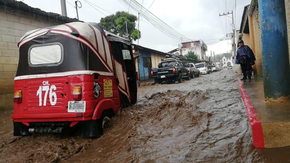 Fallecidos, daños en techos e inundaciones: lluvia y rayo causan estragos en Chimaltenango