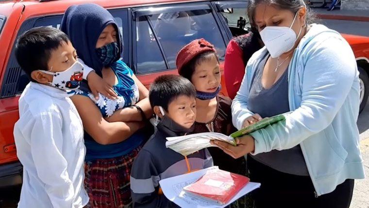 La maestra se reúne con sus estudiantes cada 10 días o una vez por semana. (Foto Prensa Libre: María Longo)