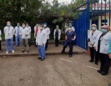 Médicos del Hospital Roosevelt han denunciado el colapso de ese centro en medio de la emergencia por el coronavirus. (Foto Prensa Libre: Andrea Domínguez)