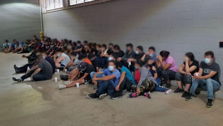MIgrantes centroamericanos que viajaban en un camión y que fueron hallados por la Patrulla Fronteriza el pasado 22 de julio. (Foto: CBP)