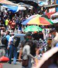 Los guatemaltecos sales con mascarilla a la calles para prevenir más contagios de coronavirus. (Foto Prensa Libre: Carlos Hernández)