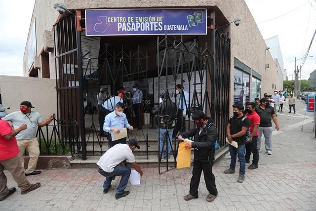 Las personas deben estar pendientes de la fecha de reanudación del servicio para reprogramar su cita. (Foto Prensa Libre: Hemeroteca PL)