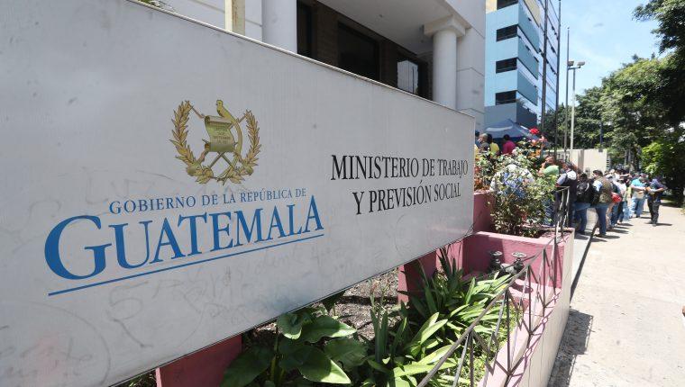 En el portal web del ministerio de Trabajo no aparecen actualizados los acuerdos del año 2020. Fotografía Prensa Libre:( Erick Avila)