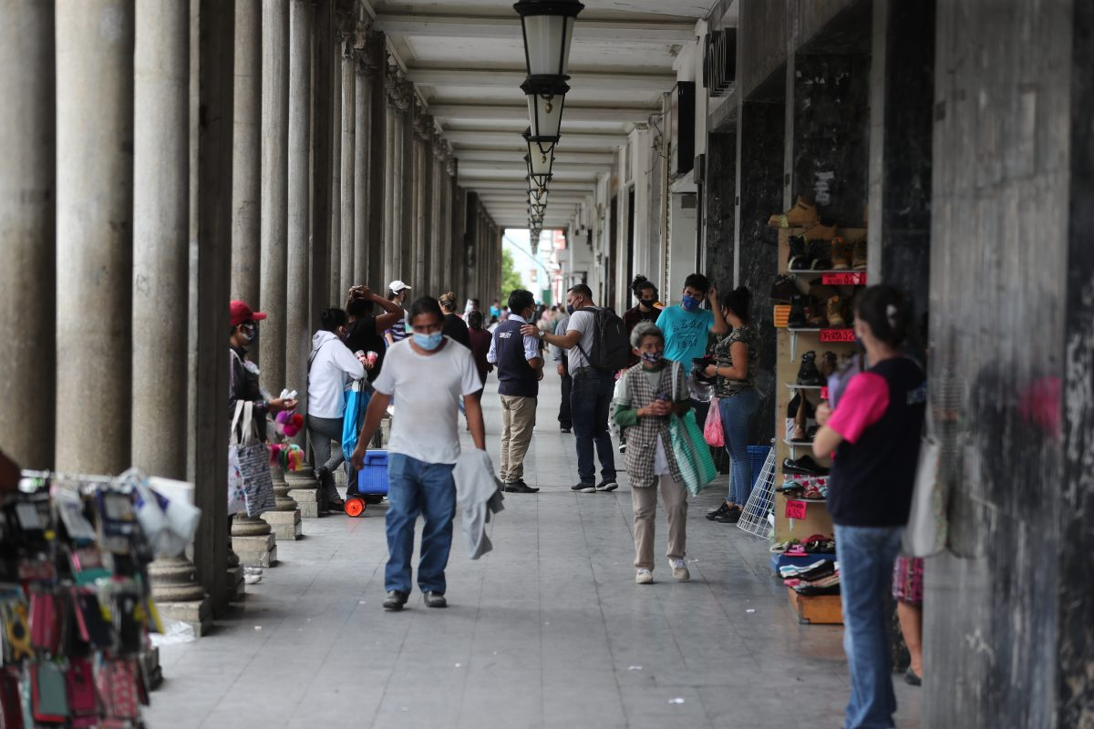Trabajadores piden subir paga mínima a Q135 diarios y patronos proponen 'cero aumentos'
