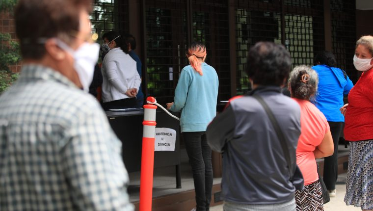 La IVE mantiene vigilancia en las transacciones que se realizan asociadas al Bono Familia y mantiene alerta para detectar operaciones inusuales. (Foto Prensa Libre: Hemeroteca)