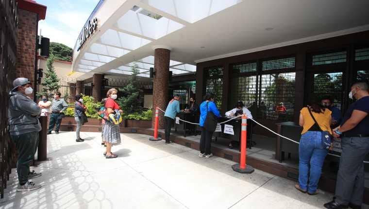 Las autoridades reconocieron atrasos en el pago del segundo ciclo del Bono Familia y esta semana se estaría reactivando. (Foto Prensa Libre: Hemeroteca)