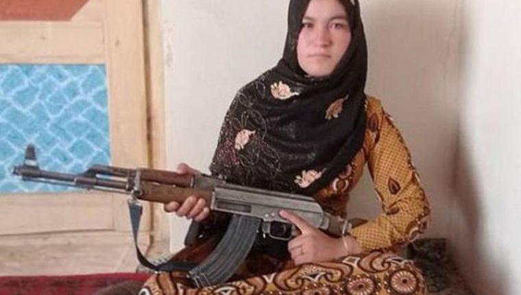 Qamar Gul, tiene entre 14 y 16 años. (Foto Prensa Libre: Tomada de Infobae)